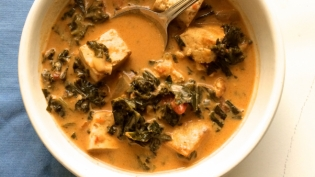 Sweet and Spicy Kale and Tofu Curry